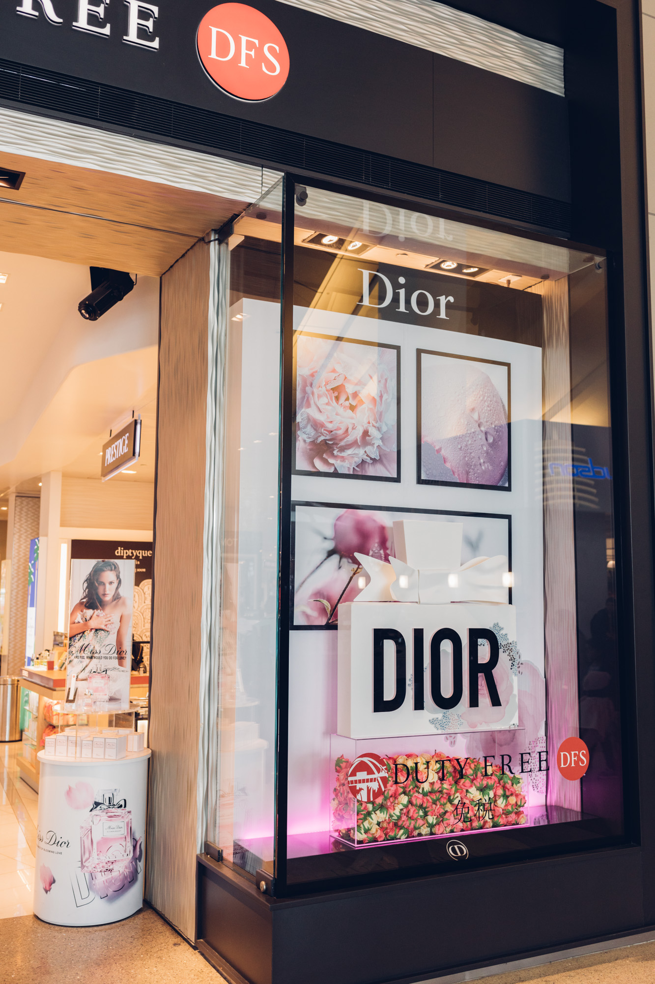 DIOR PLEXI WINDOW DISPLAY